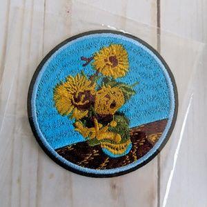 Accessories - Circular Iron On Applique Patch Flower Design